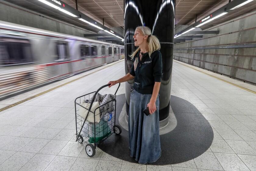 467656-me-subway-singer07_RCG.JPG