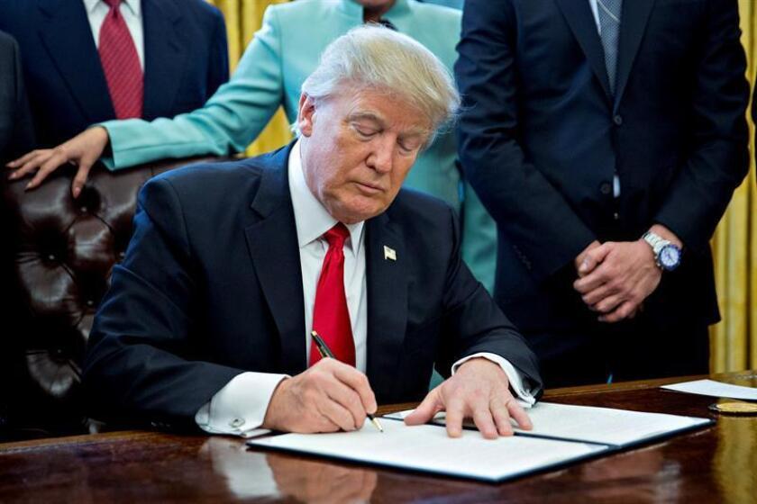 El presidente, Donald Trump, firmará hoy una orden ejecutiva para examinar los riesgos que tienen las agencias ejecutivas del Gobierno federal de sufrir ataques informáticos, según adelantó un funcionario de la Casa Blanca. EFE