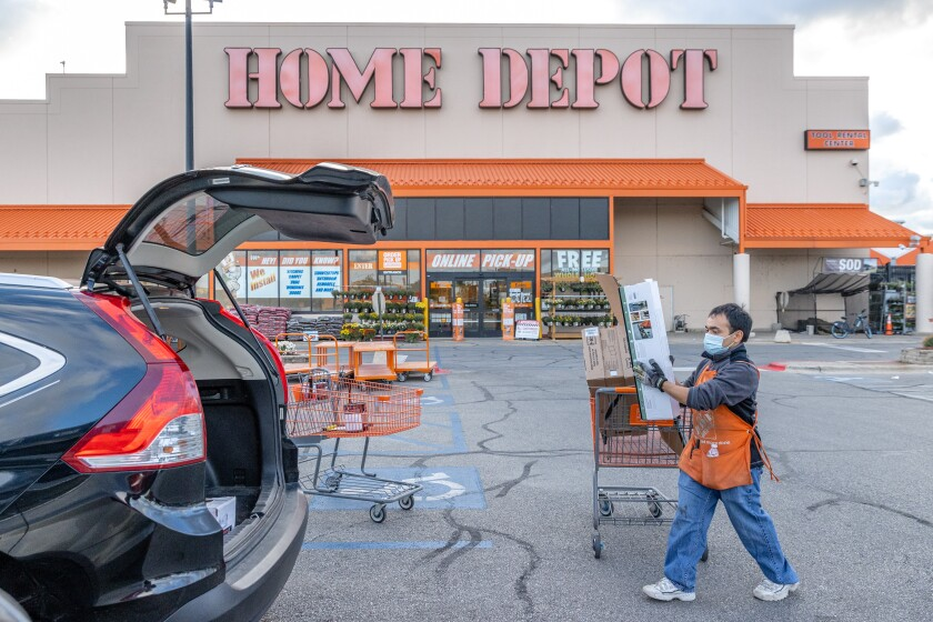 Imagen cedida por The Home Depot para anunciar cientos de contrataciones en el área de San Diego.