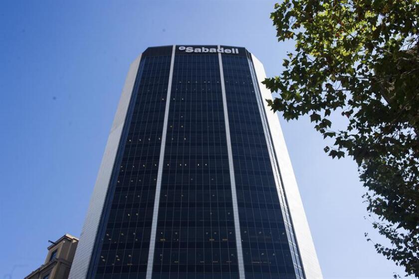 Edificio corporativo del Banco Sabadell de Barcelona. EFE/Archivo