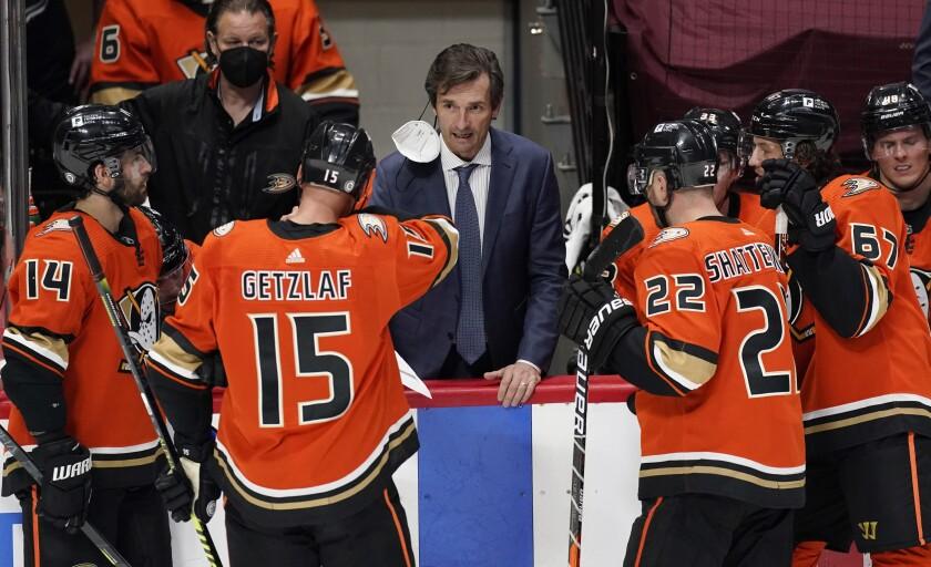Ducks head coach Dallas Eakins talks with players.
