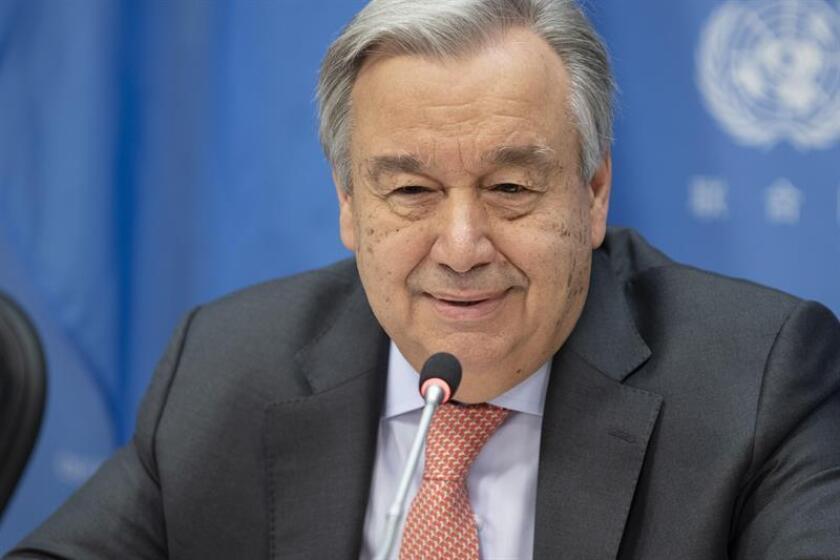 Fotografía cedida por la ONU donde aparece su secretario general, António Guterres, mientras habla durante una conferencia de prensa sobre sus prioridades para el 2019 este viernes en la sede del organismo en Nueva York (EE.UU.). EFE/Manuel Elias/ONU/SOLO USO EDITORIAL/NO VENTAS