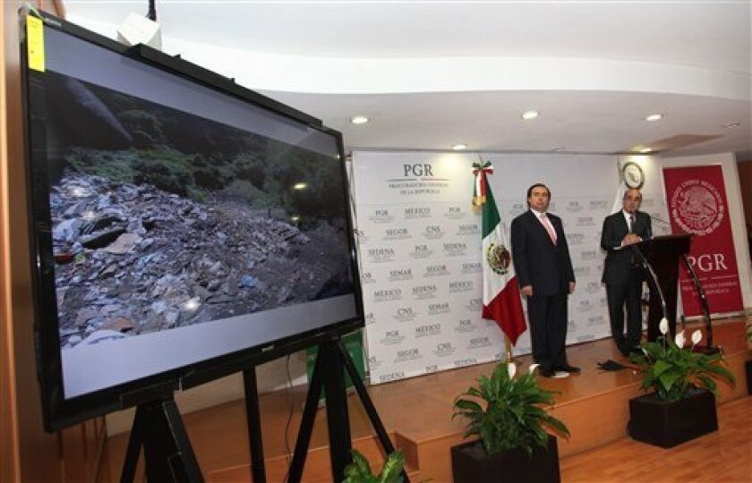 La Procuraduría General de la República anunció el miércoles la renuncia del jefe de su Agencia de Investigación Criminal, Tomás Zerón, quien ha sido criticado por el manejo de la investigación federal a la desaparición de 43 estudiantes hace dos años.