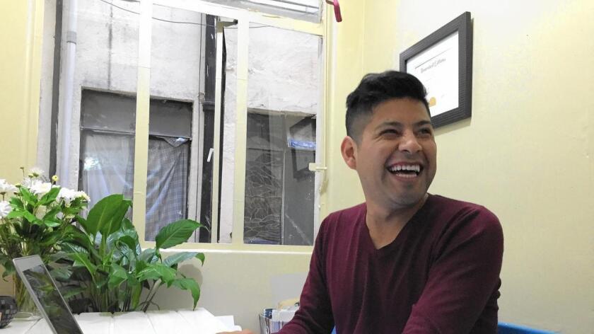 Bernardino Hernández, quien vivió indocumentado en los EE.UU. desde sus dos años de edad, regresó a México y se convirtió en emprendedor. Su diploma de UC cuelga en la pared de su casa.