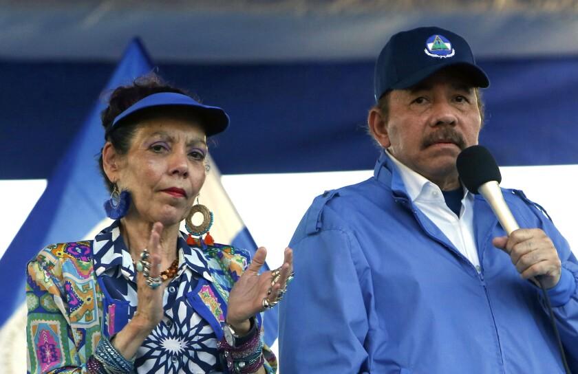 Daniel Ortega y su esposa y vicepresidenta del país, Rosario Murillo, en Managua.