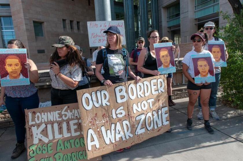 El agente de la Patrulla Fronteriza Lonnie Swartz, quien en 2012 dio muerte a través del muro perimetral al joven mexicano José Antonio Elena Rodríguez, fue declarado hoy no culpable en un segundo juicio por una corte en Tucson, Arizona. EFE/ARCHIVO