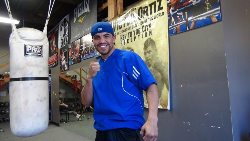 El ex-campeon del mundo, Victor Ortiz, sigue sobresaliendo en Hollywood.
