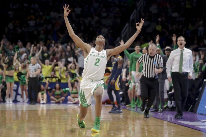 Oregon forward Louis King celebrates after scoring against UC Irvine during the second half of a sec