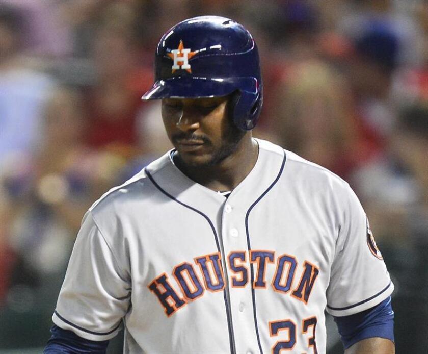 El jugador de cuadro Chris Carter, que también jugó con los Atléticos de Oakland y los Astros de Houston, quedó como agente libre en diciembre cuando los Cerveceros no le ofreció contrato para 2017. EFE/Archivo