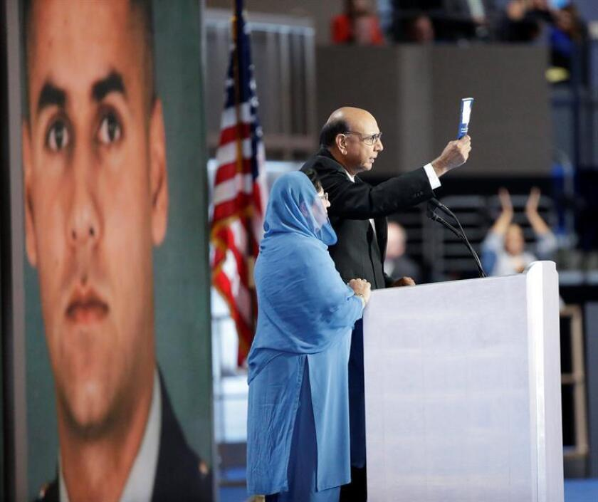 """El senador y candidato republicano a la Presidencia en 2008, John McCain, criticó hoy el """"menosprecio"""" del aspirante de su partido a la Casa Blanca, Donald Trump, a los padres de un capitán musulmán muerto en acto de servicio que hablaron en la Convención Demócrata de la semana pasada."""