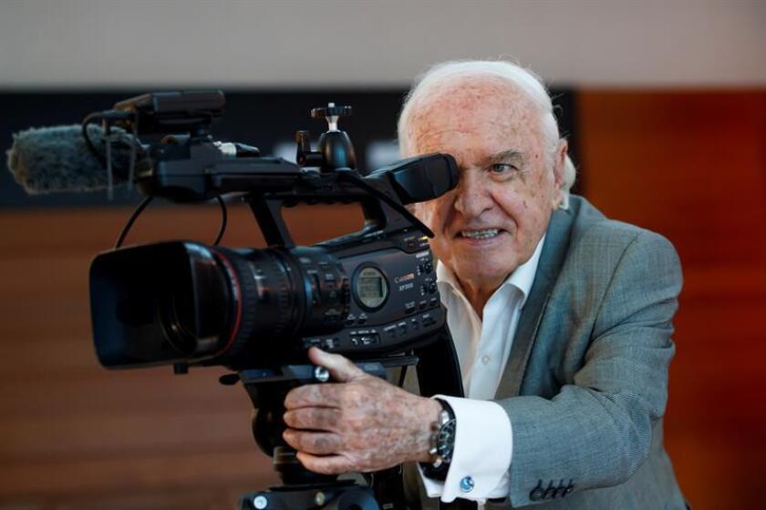 Fotografía del 6 de marzo de 2019, muestra al documentalista Demetrio Bilbatúa mientras posa durante una entrevista con Efe en Ciudad de México (México). EFE