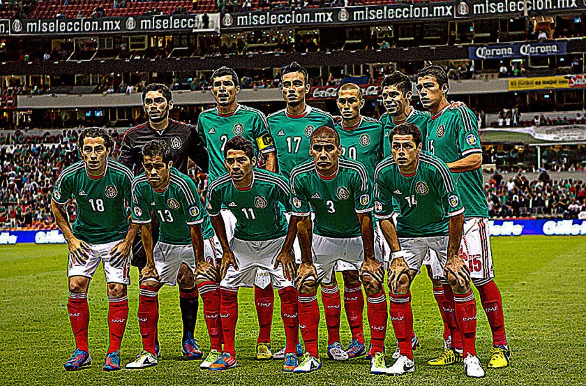 La selección mexicana de futbol antes de un juego en el Estadio Azteca.