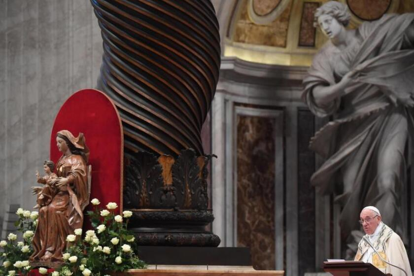 El papa Francisco celebra una misa para crear 14 nuevos cardenales de 11 países diferentes durante su quinto consistorio en la Basílica de San Pedro, en el Vaticano (Italia), hoy, 28 de junio de 2018. EFE