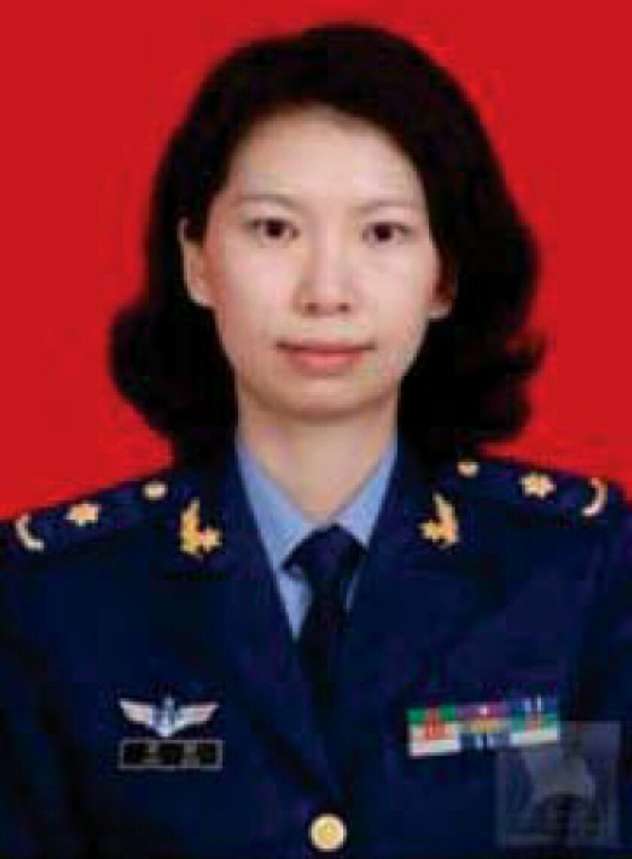 Juan Tang en uniforme militar de Ejército de Liberación Popular de China.