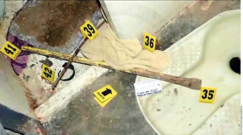 """Entre los objetos encontrados en la celda de """"EL Chapo"""" Guzmán, en el Altiplano, estaba el brazalete, a un costado de hoyo por donde escapó."""