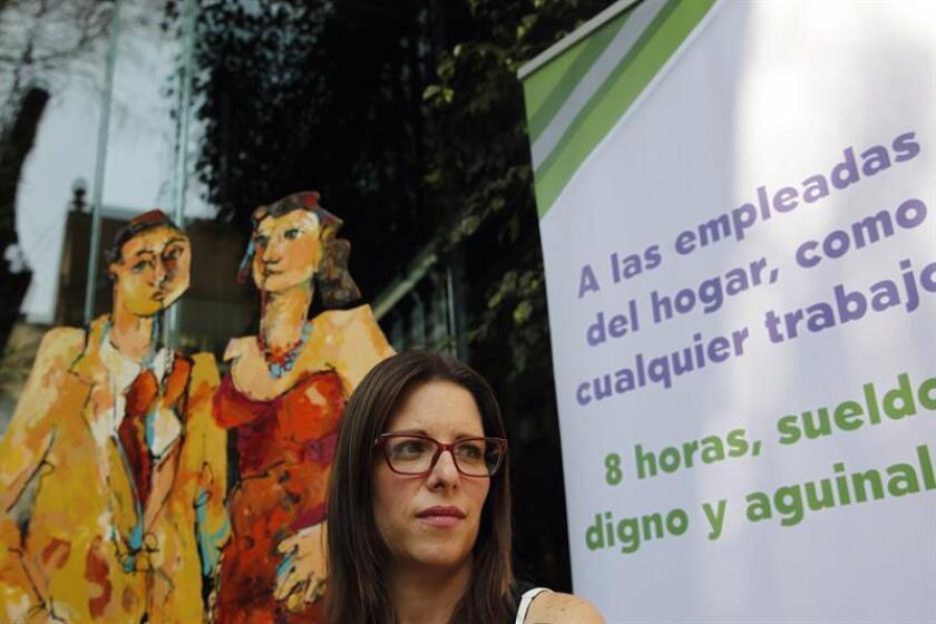 """La directora del Instituto de Liderazgo Simone de Beauvoir (ILSB), Ximena Andión, participa hoy, jueves 22 de febrero de 2018, en una rueda de prensa, en Ciudad de México (México). La campaña """"Empleo justo en casa"""" inició hoy en México para dar voz, hacer visible, a las 2,4 millones de trabajadoras del hogar en el país, un colectivo a menudo discriminado y falto de derechos. EFE"""