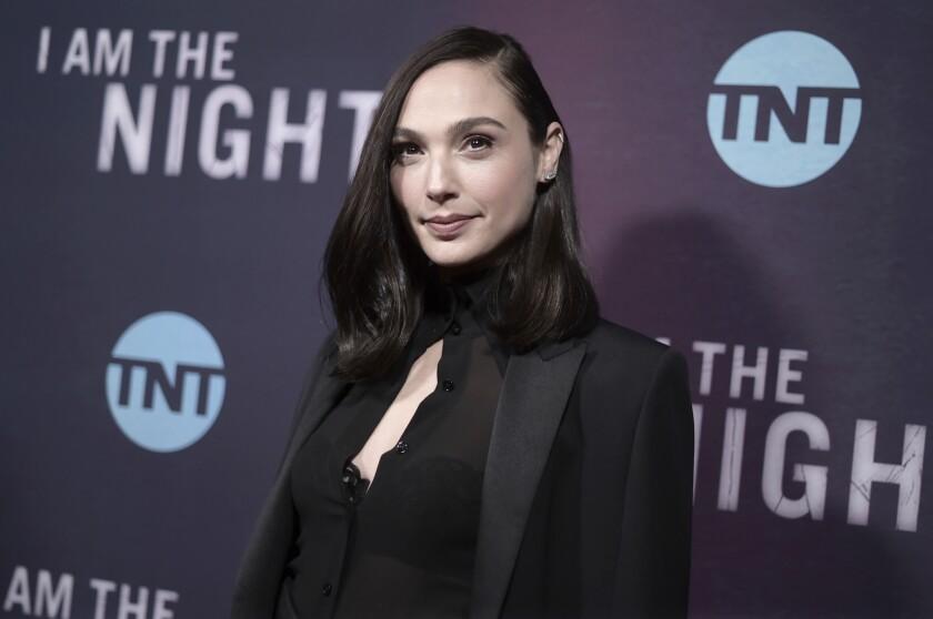 """ARCHIVO - Gal Gadot asiste al estreno de """"I Am the Night"""" el 24 de enero de 2019 en Los Angeles."""