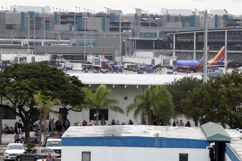 """El exmilitar Esteban Santiago, presunto responsable de cinco asesinatos en el aeropuerto de Fort Lauderdale (Florida), dijo a la Policía haber participado en """"chats"""" de los yihadistas del Estado Islámico, según uno de los agentes que testificó hoy en una audiencia del caso. EFE/ARCHIVO"""