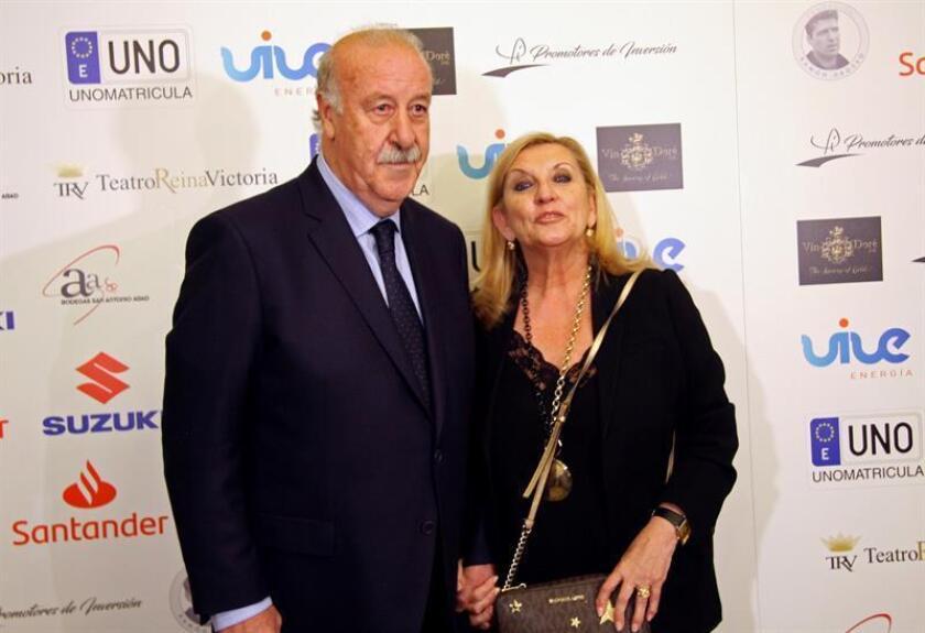 El exseleccionador nacional de fútbol y exentrenador del Real Madrid Vicente del Bosque, acompañado por su esposa Trinidad López, a su llegada a la ceremonia de entrega de la primera edición de los Premios del Deporte Fundación Ramón Grosso. EFE