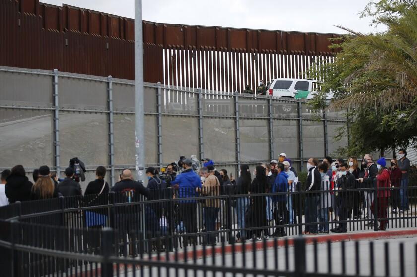 Identifican a mexicano que murió en altercado con Patrulla Fronteriza