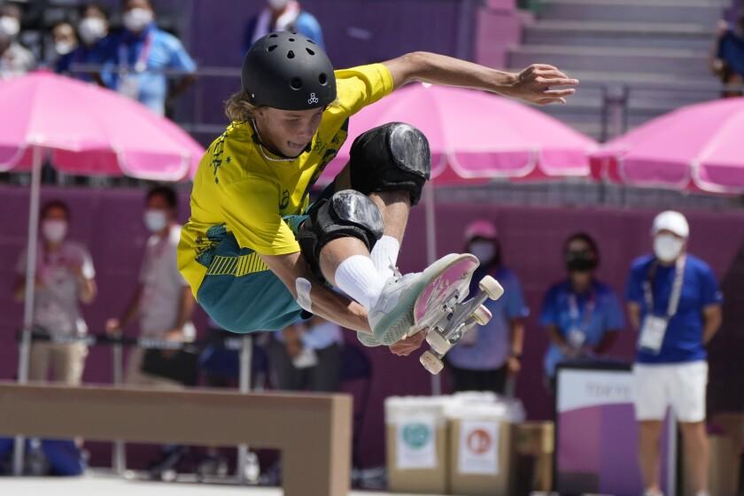 El australiano Keegan Palmer compite en las finales de skate de Tokio 2020