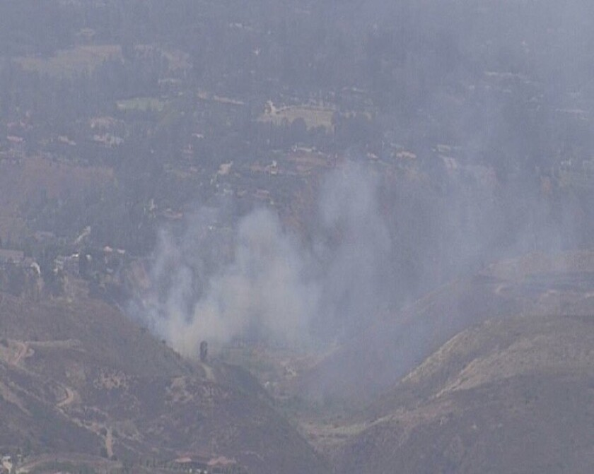 Cuadrillas de bomberos batallan con incendio en Rancho Santa Fe