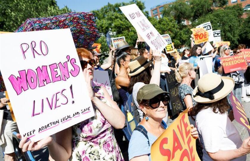 La mayoría de votantes latinas consideran una prioridad el acceso a métodos anticonceptivos a precios razonables así como al aborto legal y seguro, según un estudio difundido hoy y coordinado por El Instituto Nacional de Latinas para la Salud Reproductiva (NLIRH). EFE/ARCHIVO