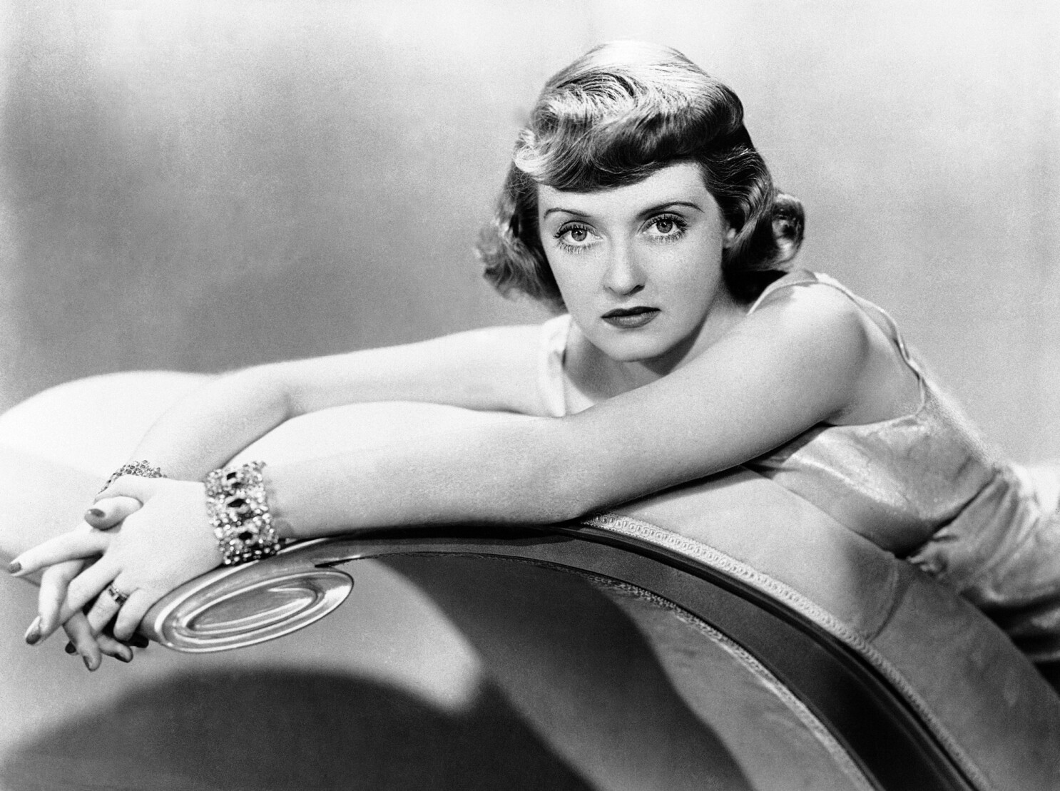 From the Archives: Bette Davis Dies in Paris at 81 - Los Angeles Times
