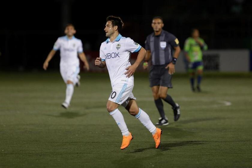 Nicolás Lodeiro (c) de los Sounders celebra luego de anotar un gol, durante un partido por los octavos de final de la Liga de Campeones de la CONCACAF el pasado mes de febrero. EFE/Archivo