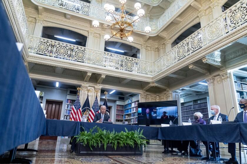 El presidente de Estados Unidos, Joe Biden, habla sobre la infraestructura en el campus Flatirons