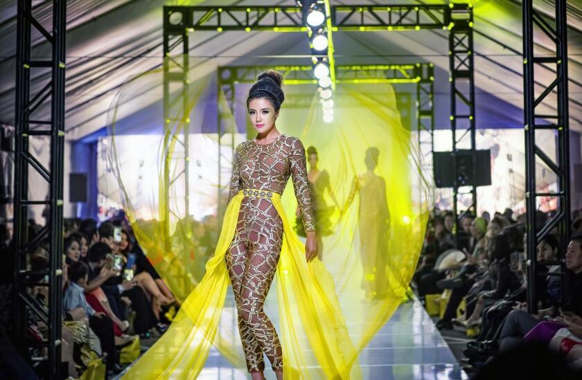 tn-tn-wknd-et-0529-viet-fashion-week-2-20160603