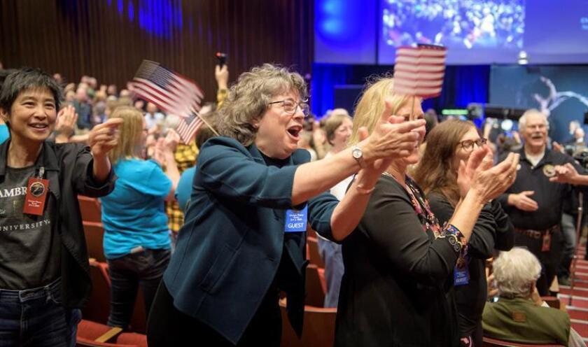 A handout photo made available by NASA shows guests congratulate New Horizons team members after they received signals from the New Horizons spacecraft that it is healthy and it collected data during the flyby of Kuiper Belt object Ultima Thule, at Johns Hopkins University Applied Physics Laboratory (APL) in Laurel, Maryland, USA, 01 January 2019. EFE/EPA/BILL INGALLS / NASA / HANDOUT MANDATORY CREDIT HANDOUT EDITORIAL USE ONLY/NO SALES