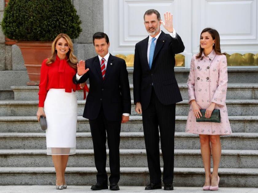 El rey Felipe VI, la reina Letizia, acompañados del presidente de México, Enrique Peña Nieto y su esposa, Angélica Rivera, durante la recepción en el Palacio de la Zarzuela, quienes ofrecerán un almuerzo en su honor en su Visita de Estado a España. EFE