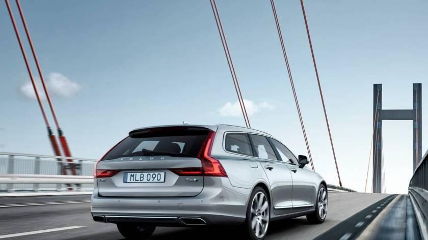 Volvo V90 Location 3/4 Rear,