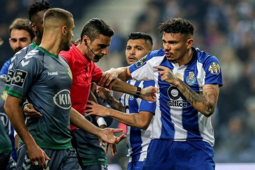 Imagen de un partido entre el FC Porto y el Vitoria de Setubal el pasado fin de semana. EFE