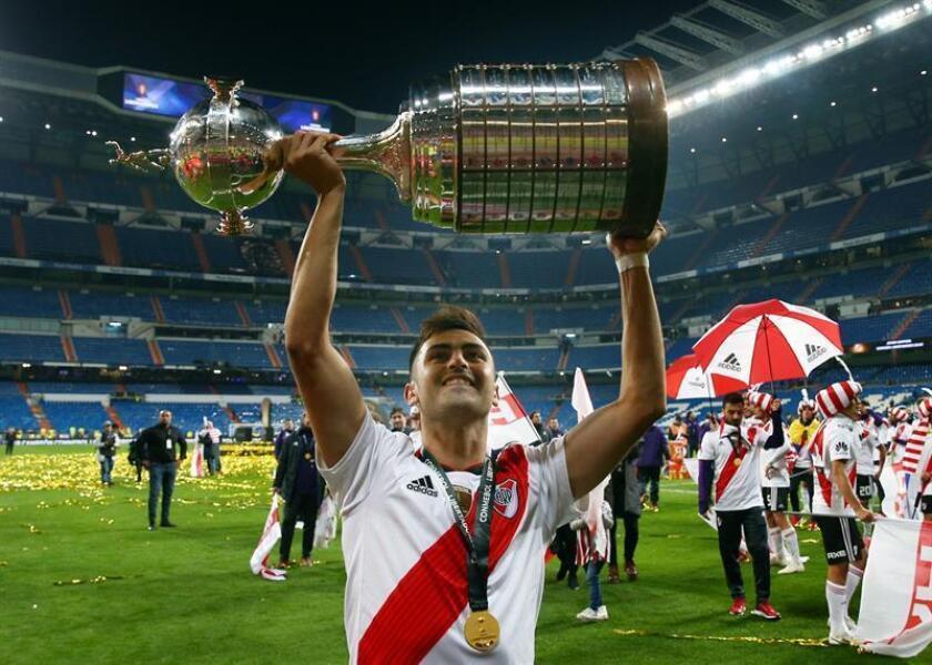 El jugador del River Plate, Fernando Quintero, celebra el triunfo de la final de la Copa Libertadores al ganar 3 a 1 al Boca Juniors durante el encuentro jugado en el estadio Santiago Bernabéu .EFE