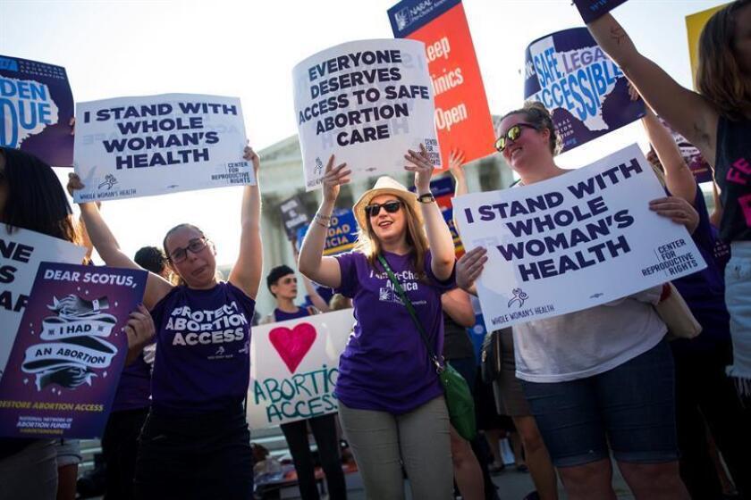 Cuando se cumple hoy el 45 aniversario de la legalización del aborto en toda la nación por parte del Tribunal Supremo federal, esta medida, considerada en su día un hito del progresismo, se ve amenazada ahora por el presidente Donald Trump, según los activistas que la defienden. EFE/Archivo