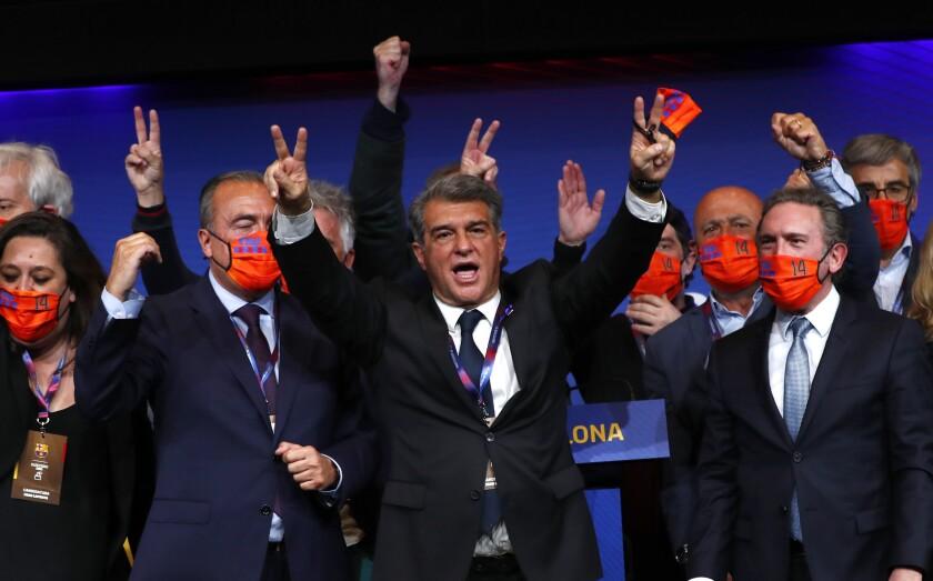 Joan Laporta celebra el triunfo en la elección como presidente del Barcelona