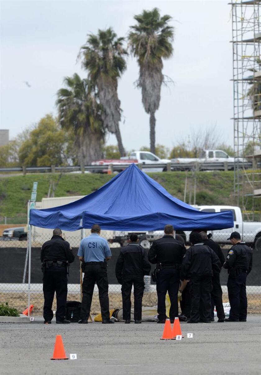 Un hombre asesinó supuestamente a tiros a su mujer y a sus dos hijos y se suicidó después en un domicilio de la ciudad californiana de Santa Clarita, informaron hoy las autoridades del condado de Los Ángeles. EFE/ARCHIVO