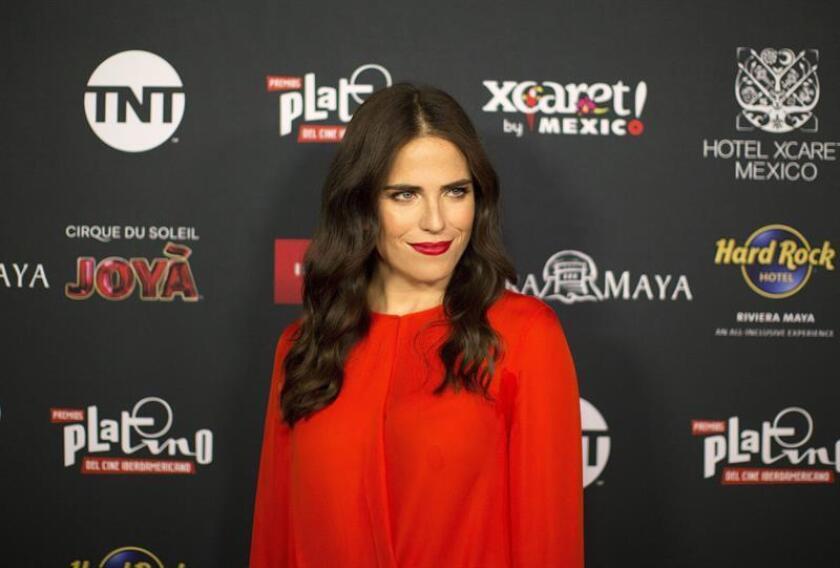 La actriz mexicana Karla Souza posa a su llegada a la conferencia de prensa para anunciar los nominados a los Premios Platino en el hotel Roosevelt en Los Ángeles, California (EE.UU.). EFE