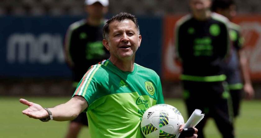 El entrenador colombiano del Tri, Juan Carlos Osorio, en una sesión del equipo.