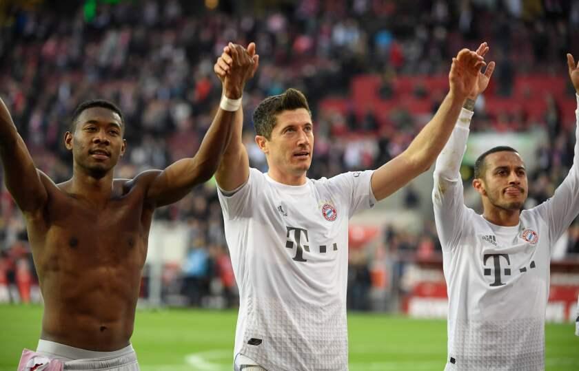 (L-R) Bayern Munich's Austrian defender David Alaba, Bayern Munich's