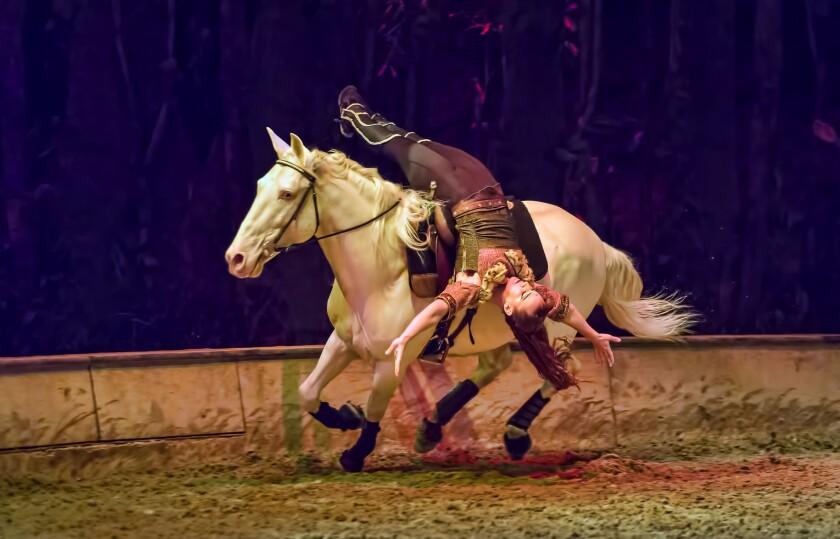 """Uno de los actos del espectáculo """"Odysseo"""", de Cavalia, que llega esta semana a la ciudad de Irvine tras visitar México."""