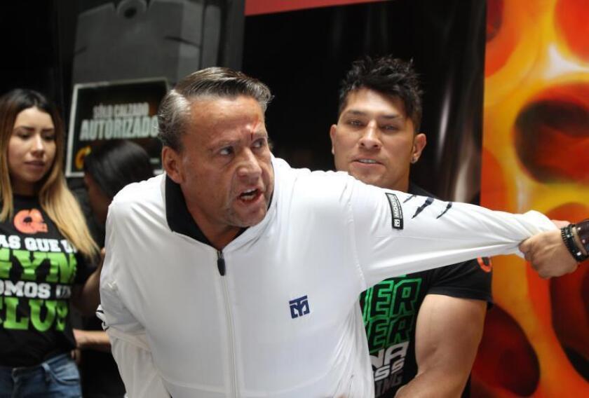 "Famosos mexicanos que se retaron a ""combate"" se van a golpes ante la prensa"