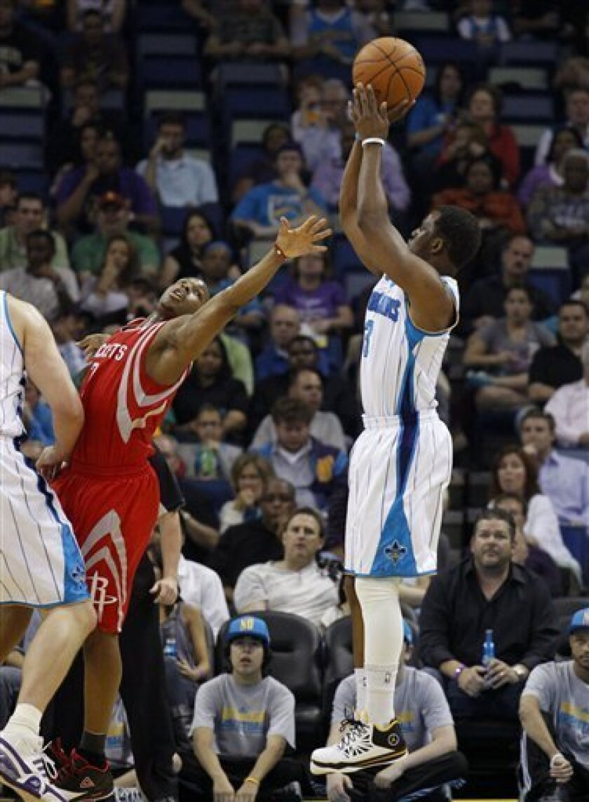 New Orleans Hornets point guard Chris Paul (3) shoots over Houston Rockets point guard Kyle Lowry (7) in the first half of an NBA basketball game in New Orleans, Wednesday, April 6, 2011. (AP Photo/=620601092NAME=)