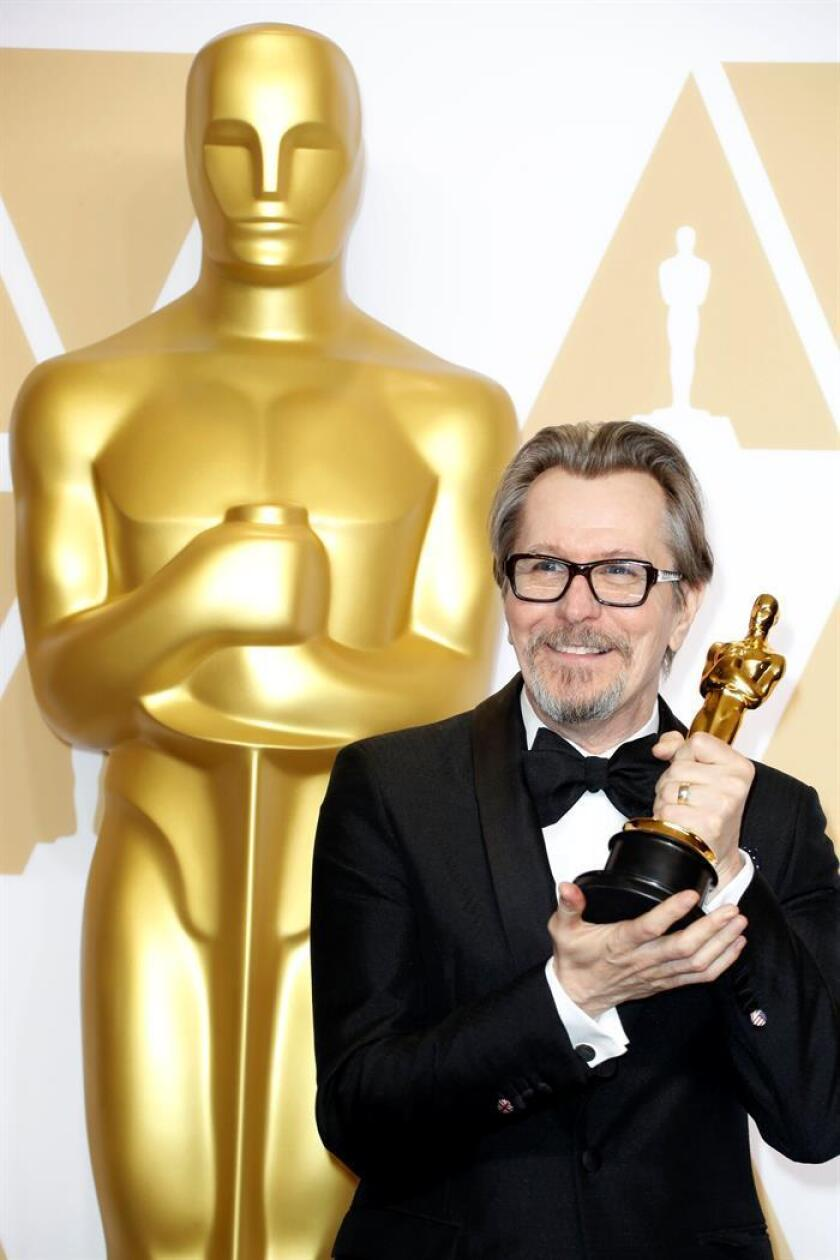 Gary Oldman, winner of the 'Best Actor' award for 'Darkest Hour,' poses in the press room during the 90th annual Academy Awards ceremony at the Dolby Theatre in Hollywood, California, USA, 04 March 2018. EFE