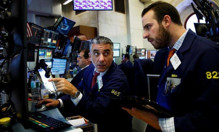 Comerciantes de valores trabajan en la sede de la Bolsa de Nueva York (EE.UU.). EFE/Archivo