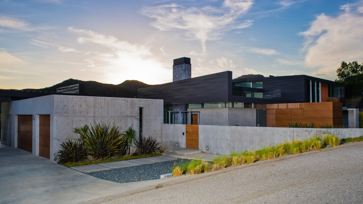 Home of the Day: A modern home among the mountains in Calabasas