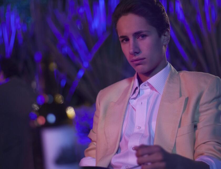 JuanPa Zurita, quien interpreta al hermano menos de Luis Miguel en la serie que se estrena este fin de semana, se hizo conocido por sus videos de YouTube.