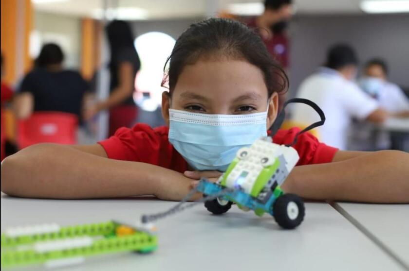 La Fundación Salvador del Mundo implementa programas educativos en tres localidades de El Salvador.